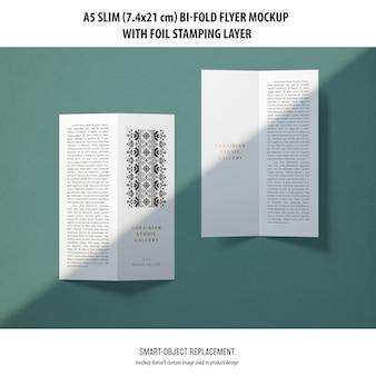 Maquette de flyer a5 slim bi-fold