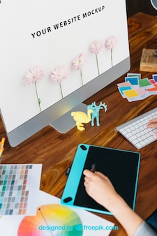 Maquette graphique avec moniteur et tablette graphique
