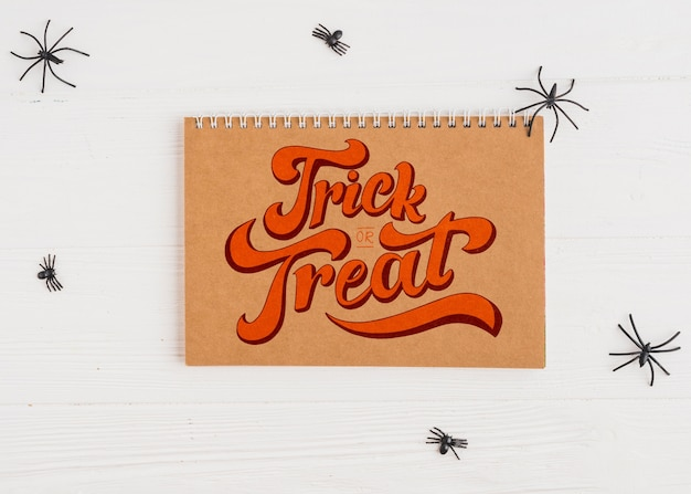 Maquette d'halloween avec couverture de calendrier