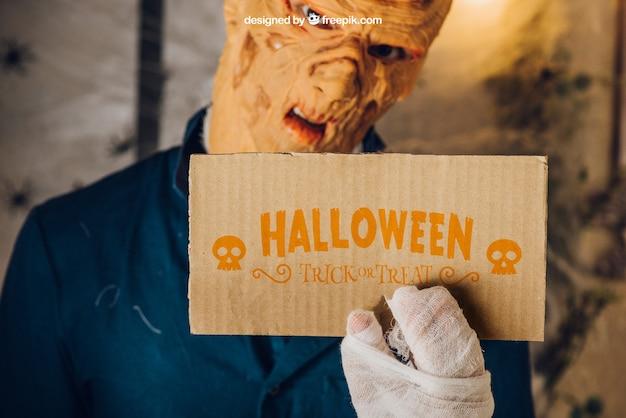 Maquette de halloween avec du carton de maintien de zombies