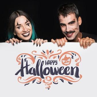 Maquette d'halloween avec lettrage sur grand tableau et couple