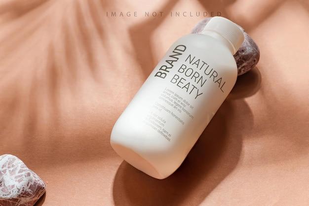 Maquette hydratante de bouteille sur beige