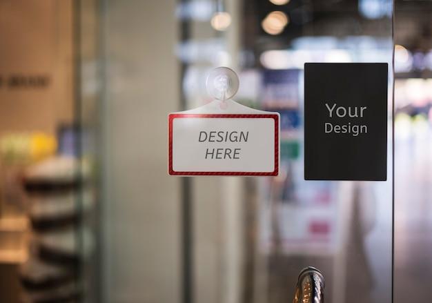 Maquette ici signe dans un magasin, restaurant, magasin, bureau ou autre