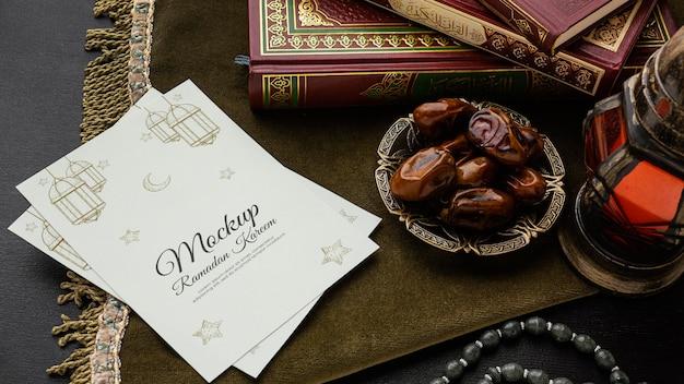 Maquette d'impression du ramadan et figues en grand angle