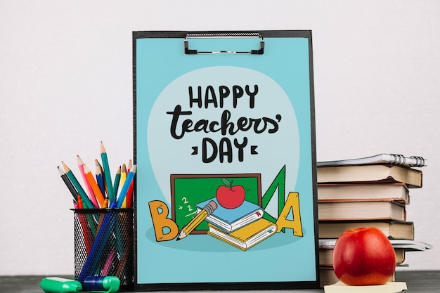 Maquette de la journée mondiale des enseignants avec presse-papiers