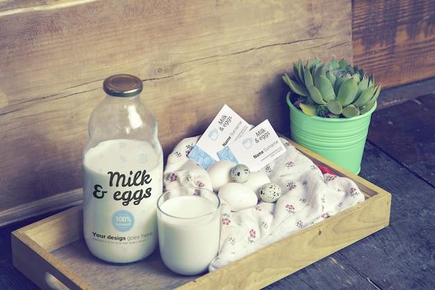 Maquette de lait et oeufs bouteille de lait et cartes de visite
