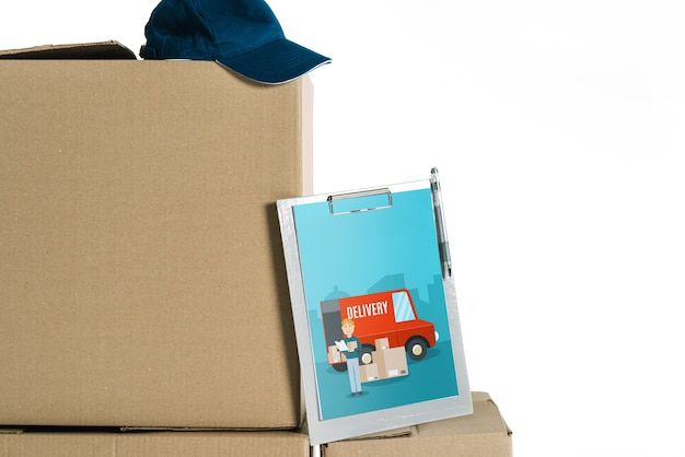 Maquette de livraison avec tablette sur les boîtes