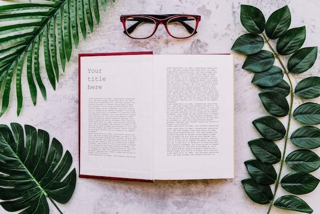 Maquette de livre ouvert vue de dessus