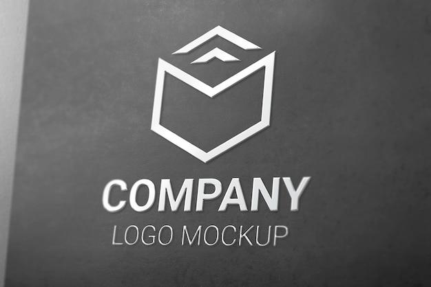 Maquette de logo 3d brillant argenté sur papier noir