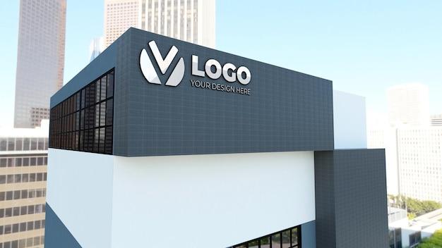 Maquette de logo 3d réaliste sur le bâtiment de la société blanche
