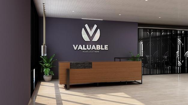 Maquette de logo 3d sur la réceptionniste du bureau mural ou la salle de réception