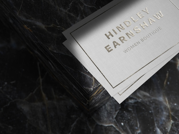 Maquette de logo en argent sur papier lin