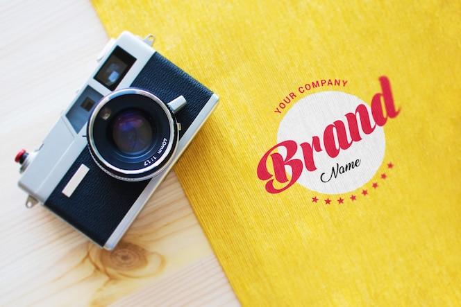 Maquette de logo et caméra