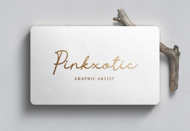 Maquette de logo sur carte de visite blanche