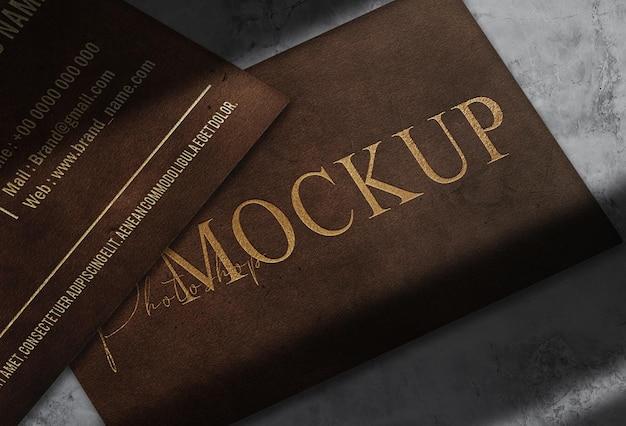 Maquette de logo de carte de visite en cuir de luxe en relief doré