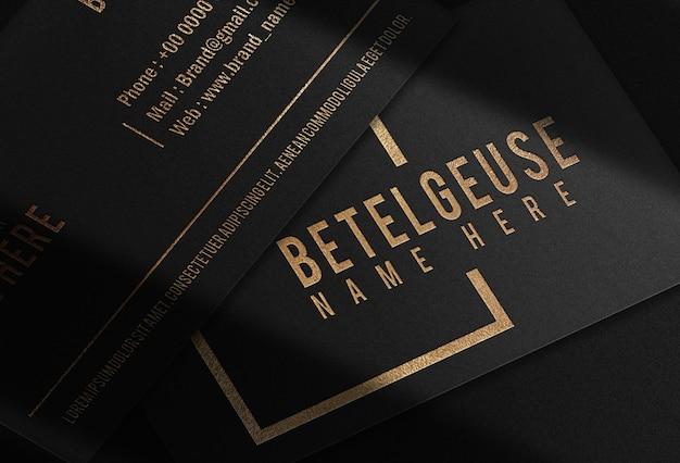 Maquette de logo de carte de visite en relief or de luxe