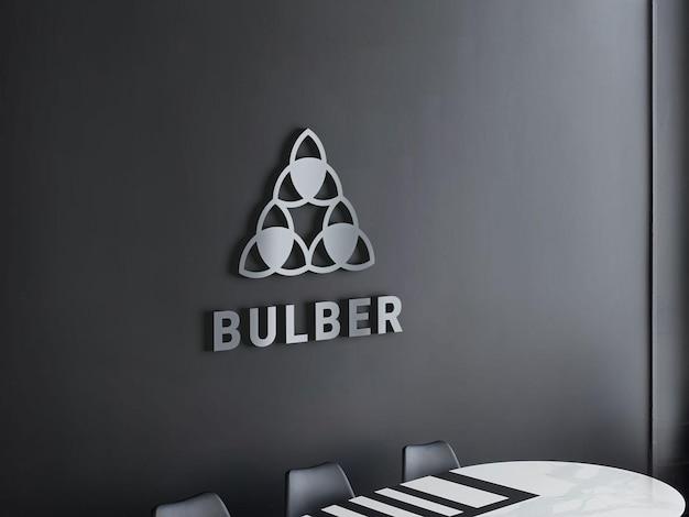 Maquette de logo en chrome métallique 3d sur un mur intérieur moderne noir