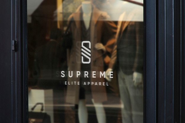 Maquette de logo dans la vitrine