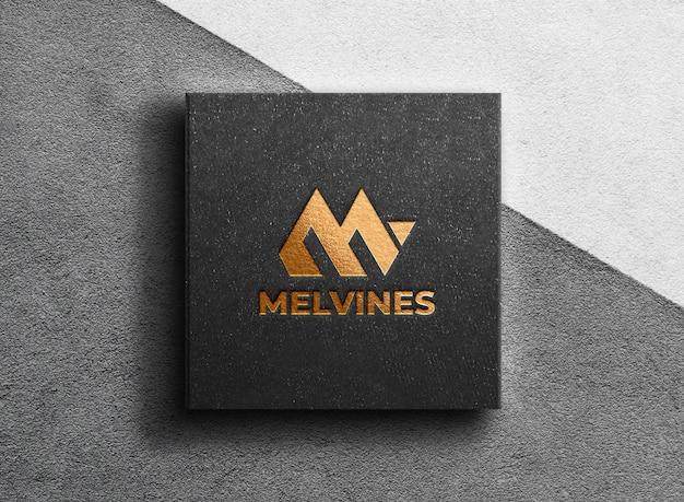 Maquette de logo doré de luxe sur une boîte