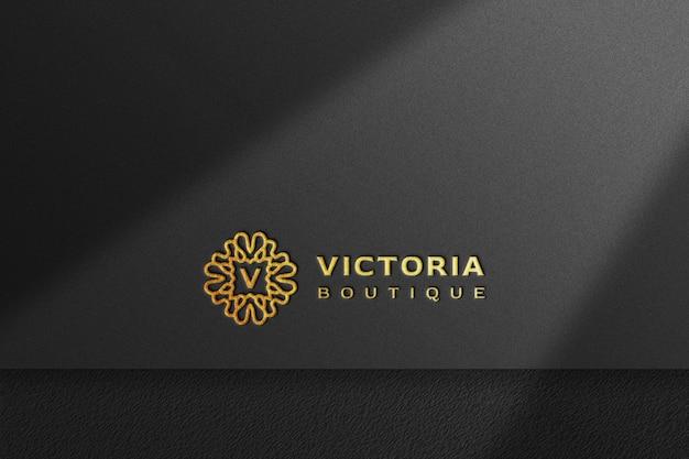 Maquette de logo doré de luxe en papier kraft noir avec ombre