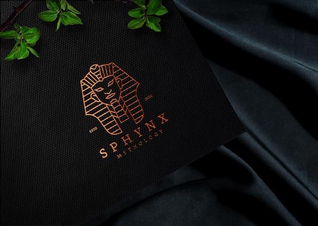 Maquette de logo doré en papier noir photoréaliste psd premium