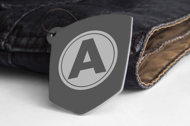Maquette de logo d'étiquette volante pour jeans