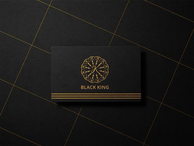Maquette de logo en feuille d'or de typographie de luxe sur papier noir