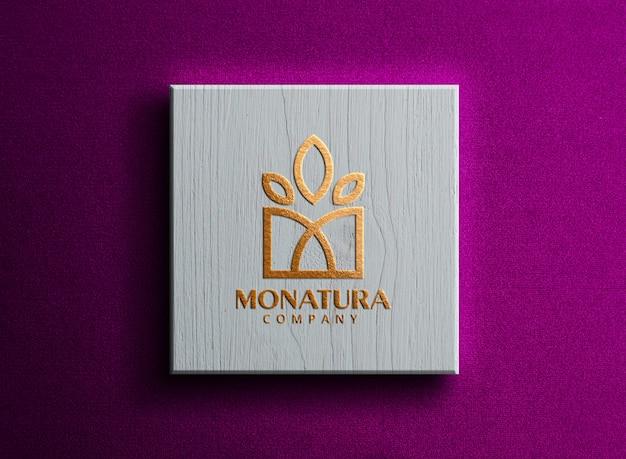 Maquette de logo de luxe sur boîte blanche