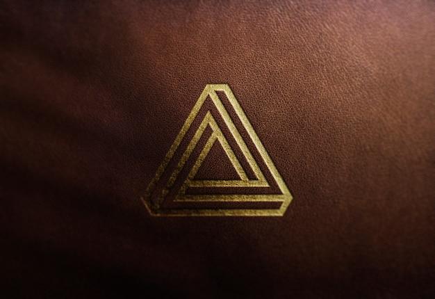 Maquette de logo de luxe sur cuir marron