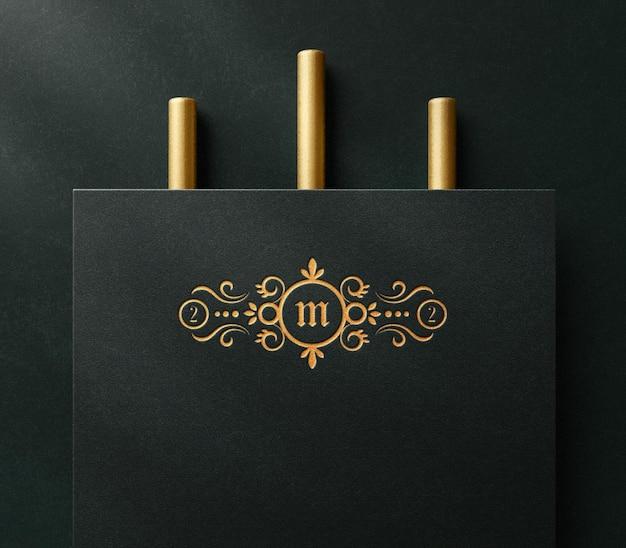 Maquette de logo de luxe sur papier avec effet typographique