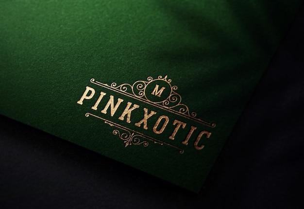 Maquette de logo de luxe sur papier vert foncé