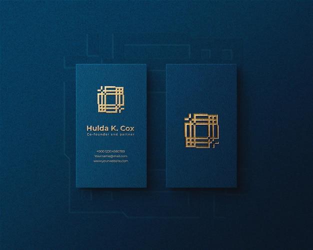 Maquette de logo de luxe vertical sur carte de visite