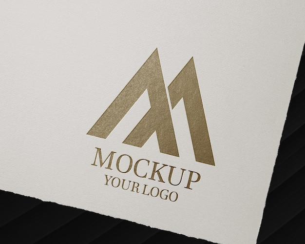 Maquette de logo minimale sur la conception de papier craft