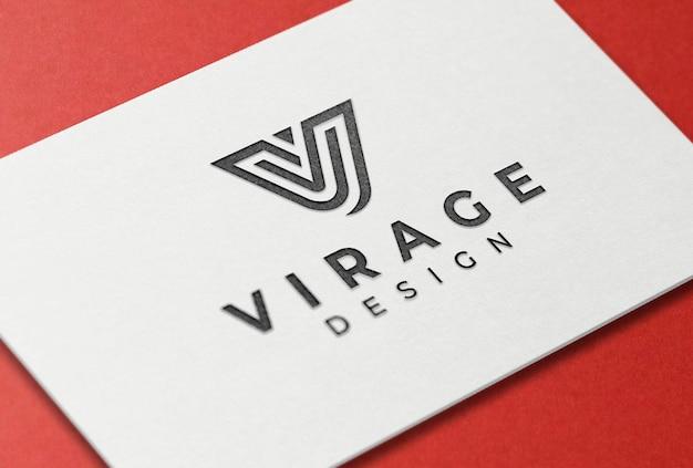 Maquette de logo noir sur carte de visite typographique blanche