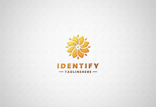 Maquette de logo en or de luxe réaliste sur papier blanc