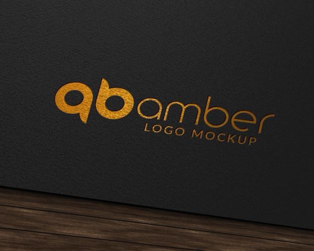 Maquette de logo en papier d'aluminium doré