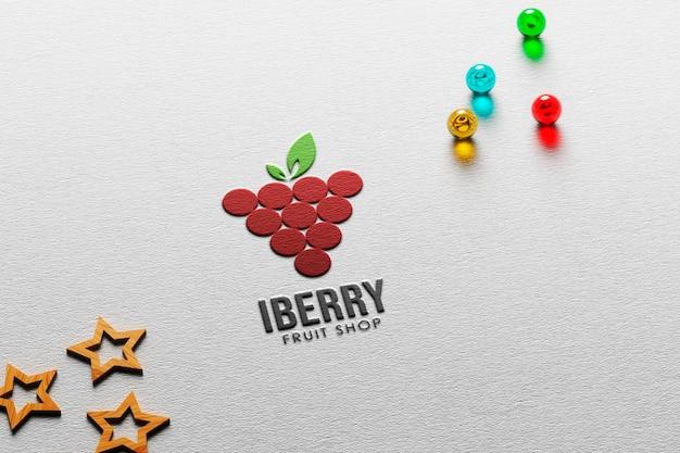 Maquette de logo en papier gaufré avec des étoiles et des boules de verre