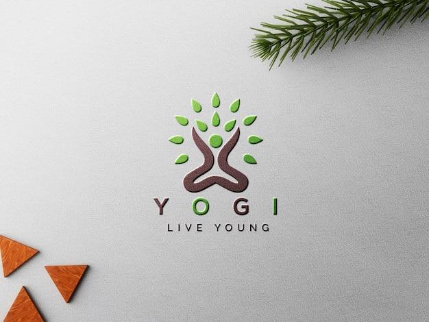 Maquette de logo en papier gaufré avec feuilles et formes décoratives en bois