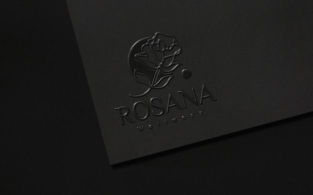 Maquette de logo en plastique en papier noir propre
