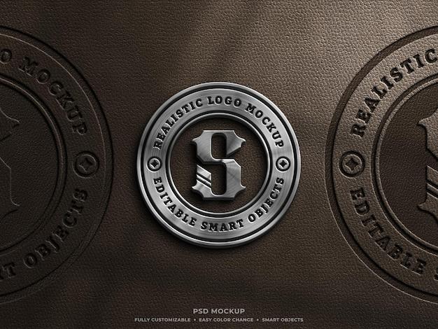 Maquette de logo pressé métallisé et cuir brillant sur cuir marron