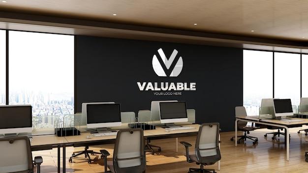Maquette de logo réaliste 3d dans un espace de travail de bureau avec un design d'intérieur en bois