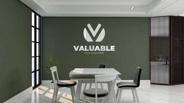 Maquette de logo réaliste dans la salle de réunion du bureau avec mur vert