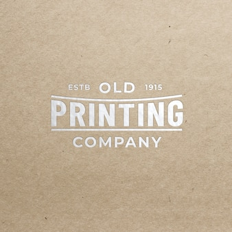 Maquette de logo réaliste dorée à chaud sur du vieux papier, vue de face