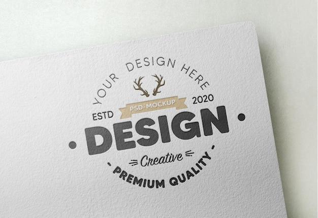 Maquette de logo réaliste sur papier blanc