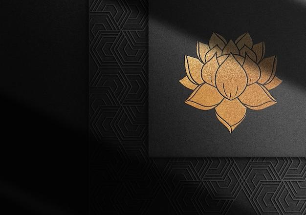 Maquette de logo en relief doré de luxe