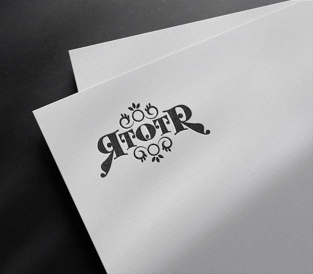 Maquette de logo en relief de luxe sur papier blanc
