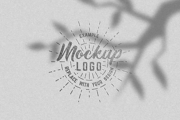 Maquette de logo texturée en argent de luxe avec des ombres