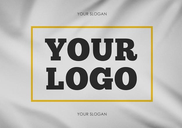 Maquette de logo sur un tissu