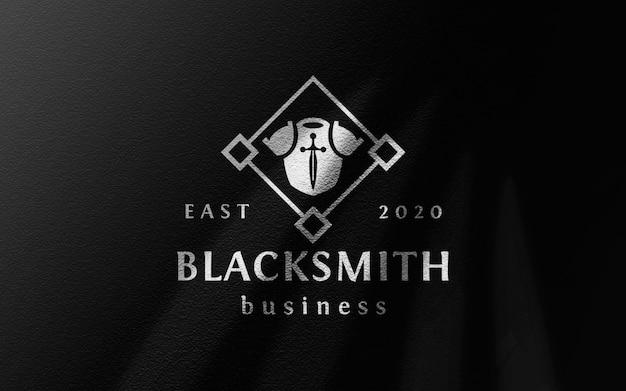 Maquette de logo en toile noire ridée
