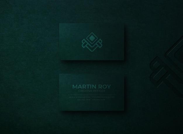 Maquette de logo typographique élégante sur carte de visite